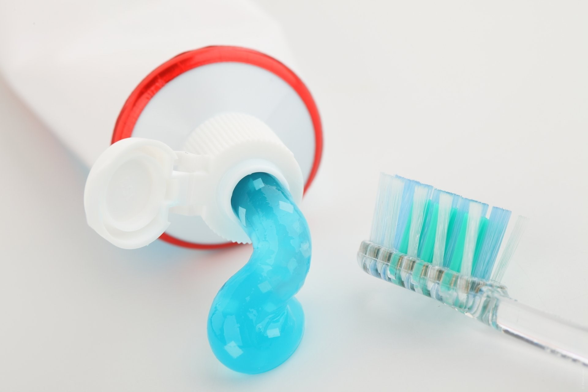 Зубная паста и щетка
